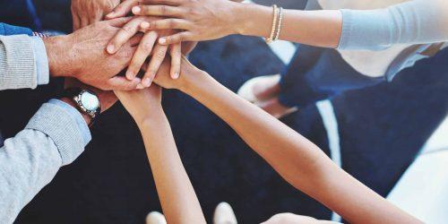 Employed or self-employed Zusammenhalt unter Kollegen Hände